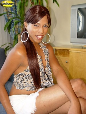 ginaE1003 300x400 Gina, aka Lorena Extravaganza aka Lorena Escalera, dies in Fire.