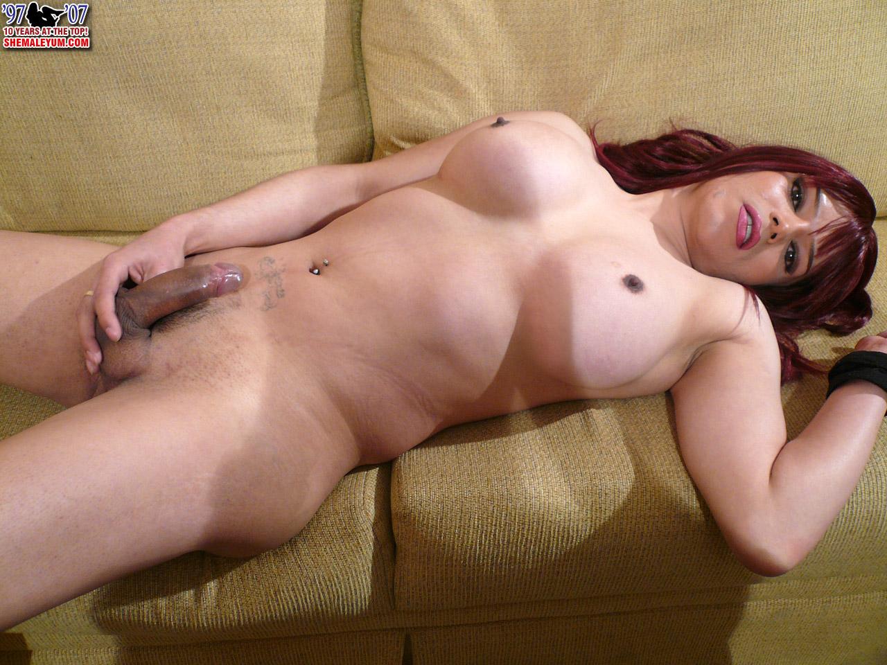 Horny slut gets fucked