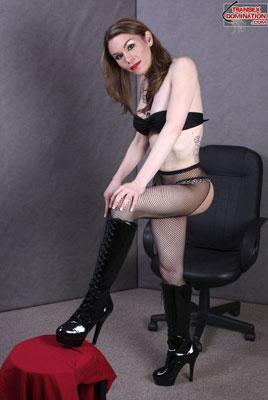 brooke.pk2022x Mistress Brooke is Relaxing (and Pleasuring Herself) in the Fetish Room!