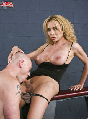 giadarling1075x Mistress Gia Darling Takes Her Mistress Responsibilities Very Seriously!