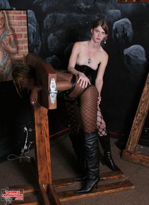 tsdmandyx05  Mistress Mandy Teaches Mistress Amyiaa the Ropes (and Chains)!