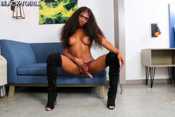 Tiara Black TGirls Cumshot Thursday