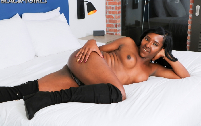 Cumshot Thursday with voluptuous Yony on Black TGirls!