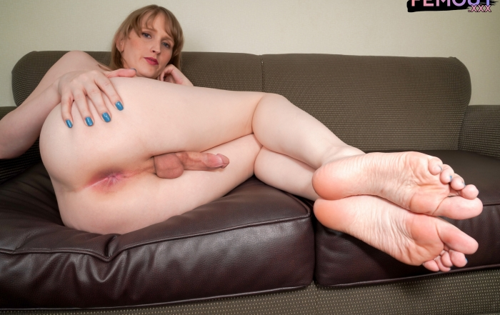 Cute and cuddly Pixzzle debuts on Femout XXX!