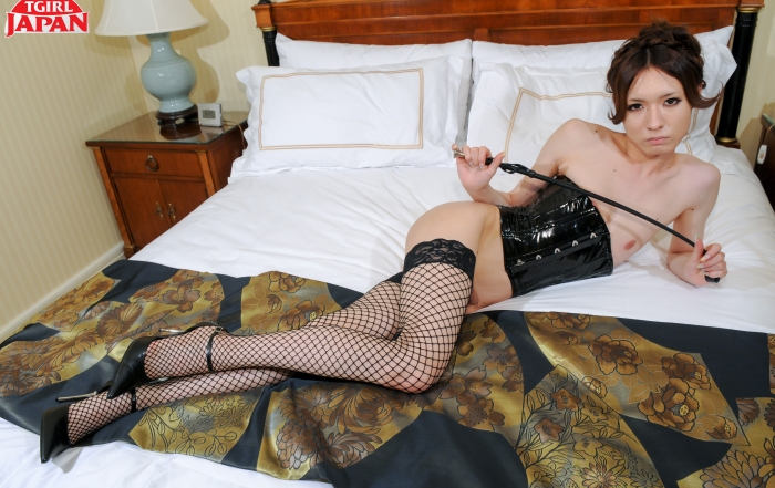 Lisa whips it out on TGirl Japan!
