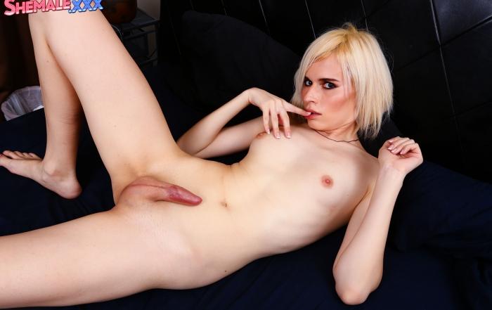 Yulia Masakowa strips and strokes on Shemale XXX!