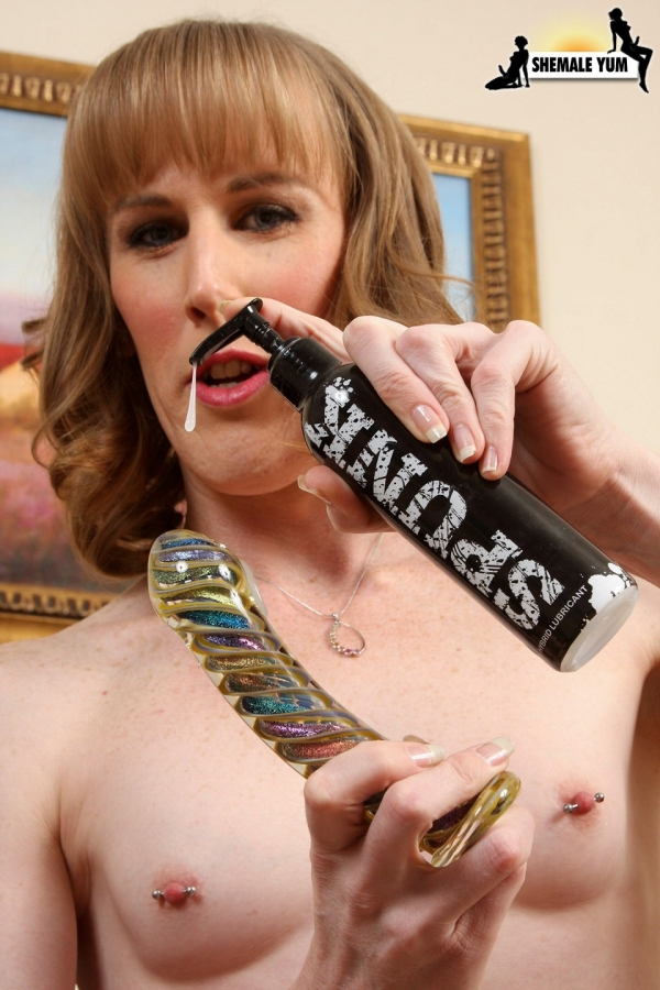 lillyblue1062 600x900 Award Winning SPUNK Lube Returns as Sponsor of Transgender Erotica Awards