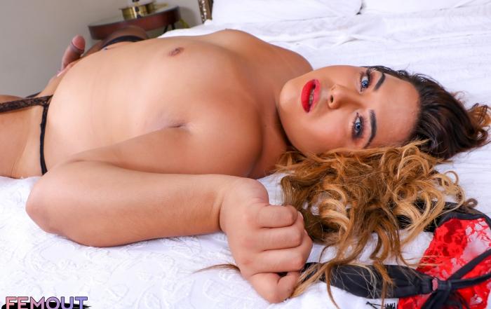 Curvy Onika Miraj in yummy new set on Femout XXX!